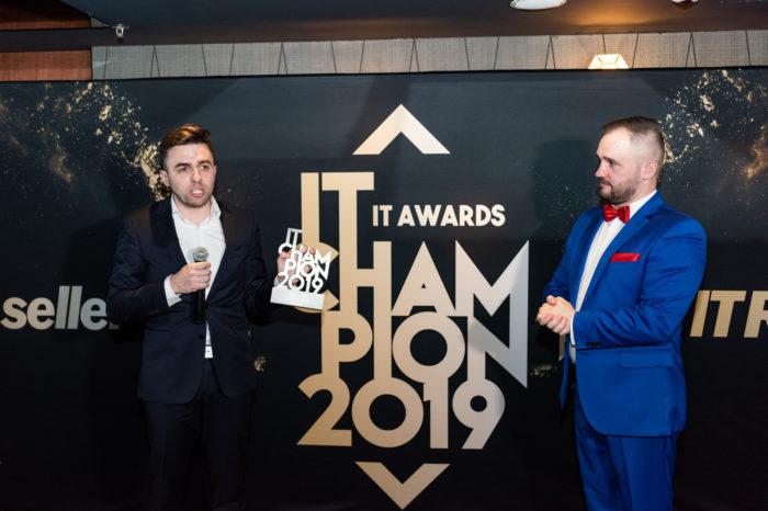 IBM Polska zdobywa dwa tytuły IT Champion 2019 - Firma IBM została najlepszym producentem w kategoriach Chmura Hybrydowa oraz Cyberbezpieczeństwo.