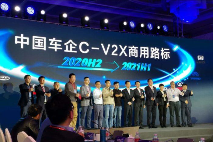 """Podczas forum """"Human-Car-Road Industry Collaboration"""" aż 13 producentów samochodowych deklaruje plany masowej produkcji aut z inteligentnym systemem komunikacji C-V2X od Huawei."""