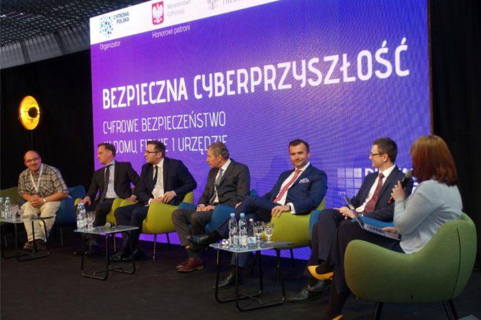 """Ministerstwo Cyfryzacji podczas konferencji Digital Future 2019 """"Let's talk about technology"""" – Certyfikacja w zakresie cyberbezpieczeństwa zwiększy transparentność i konkurencyjność."""