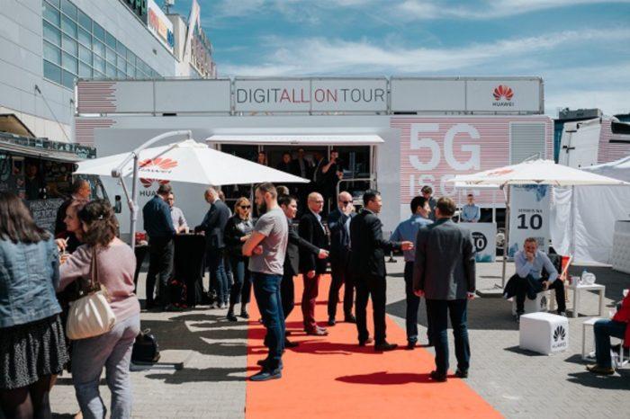 """Technologia 5G już działa. Huawei pod hasłem """"5G is ON"""", zaprezentował w Warszawie swój mobilny showroom w ramach akcji Huawei 5G Roadshow."""