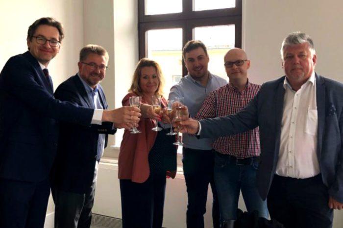 Infradata Polska łączy się z DIM System tworząc tym samym jedną z wiodących spółek w branży IT w zakresie bezpieczeństwa, w wyniku powstaje zespół o największych kompetencjach w branży