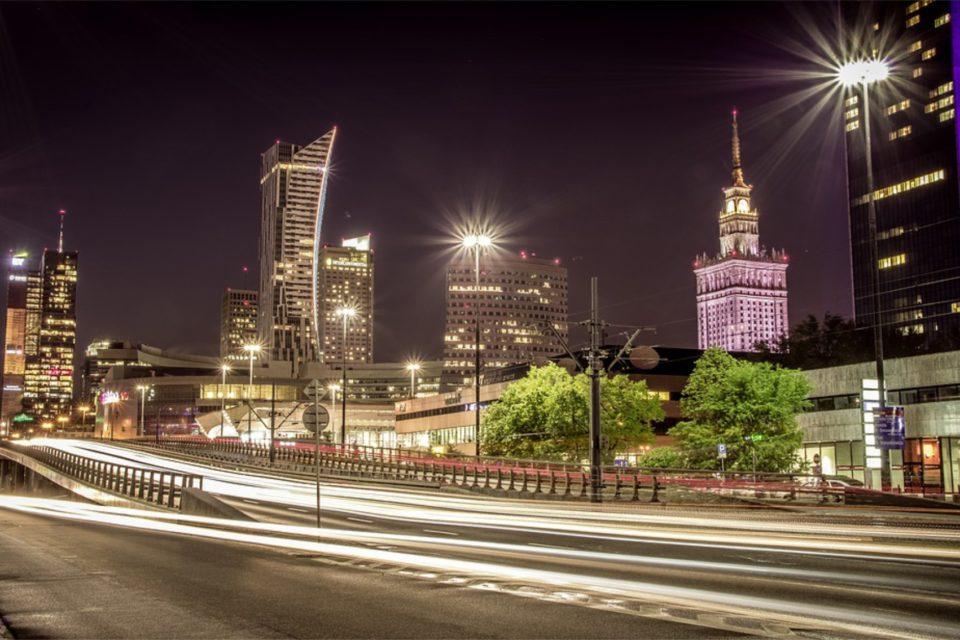 Polska regionalnym liderem w rankingu Oxford Insights. - Polska najlepiej przygotowanym krajem w Europie Centralnej, do wdrażania rozwiązań opartych na sztucznej inteligencji (SI).