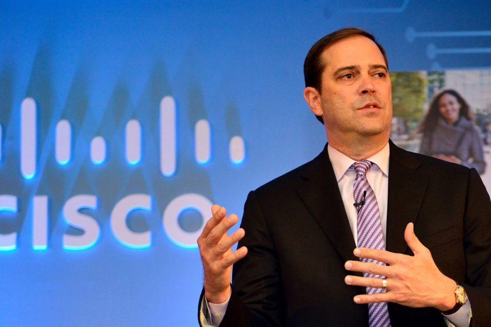 Prezes Cisco, Chuck Robbins, obwinia chińskie przedsiębiorstwa państwowe o słabe wyniki sprzedaży w najludniejszym kraju świata.