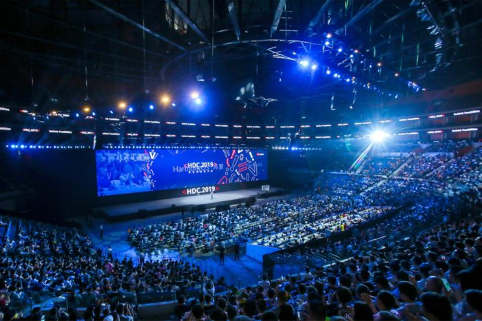 Huawei podczas Developer Conference 2019 obok premiery HarmonyOS zaprezentował najnowsza generację autorskiej nakładki Huawei na Android – EMUI 10.