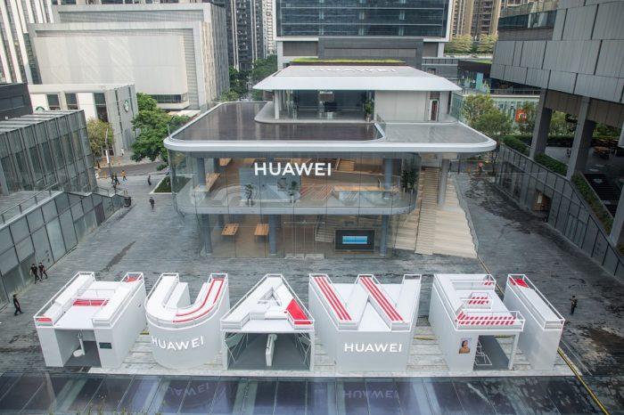 Huawei otworzył właśnie pierwszy na świecie flagowy sklep, prawdziwe centrum innowacyjnych technologii.