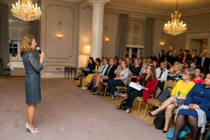 Ponad 200 przyszłych liderek w drodze na szczyt. Po raz piąty rusza program cross-mentoringu LeadersIN dla utalentowanych kobiet w biznesie.