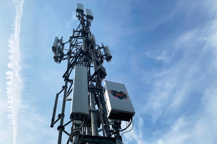Orange Polska i Ericsson uruchomili w Warszawie testową sieć 5G. Download z szybkością blisko 900 Mb/s.