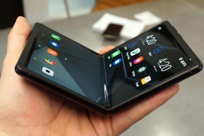 TCL zaprezentowało koncepcyjny, składany telefon. Bardziej przystępny cenowo smartfon przyszłości?