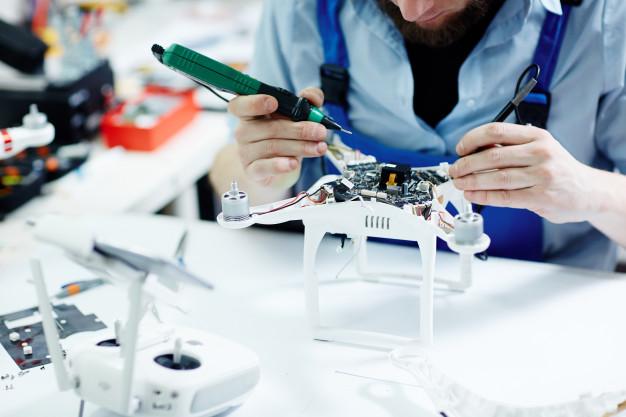 Dzięki robotyzacji możemy pracować nawet o 30% krócej, już dziś część powtarzalnych i żmudnych czynności z powodzeniem można zastąpić technologią – wskazują analitycy.
