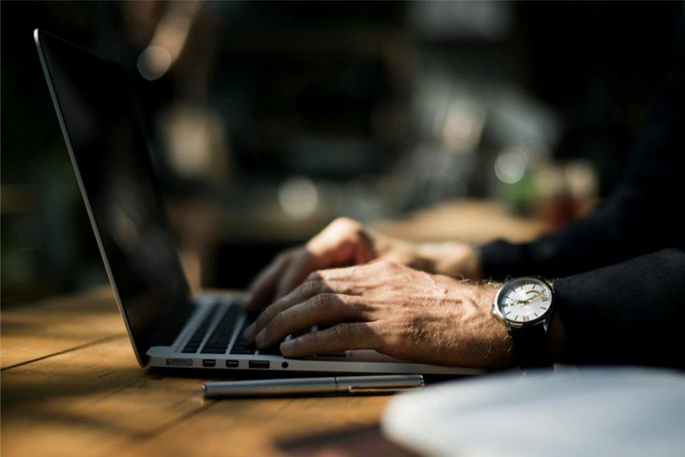 W Polsce stale rośnie liczba jednoosobowych firm informatycznych. Samozatrudnienie w branży IT od kilku lat cieszy się niesłabnącą popularnością. Co więcej aż ¾ ogłoszeń o pracę kierowana jest do nich.