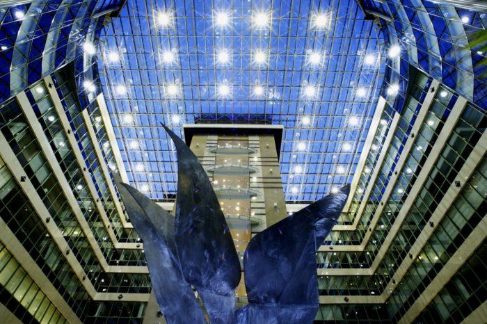 PKO Bank Polski zaktualizował swoją strategię przyjmując nowe, ambitne cele finansowe oraz wydłużając jej horyzont czasowy. PKO kontynuuje drogę cyfrowej transformacji zwinnie przekształcając się w Bank Przyszłości.