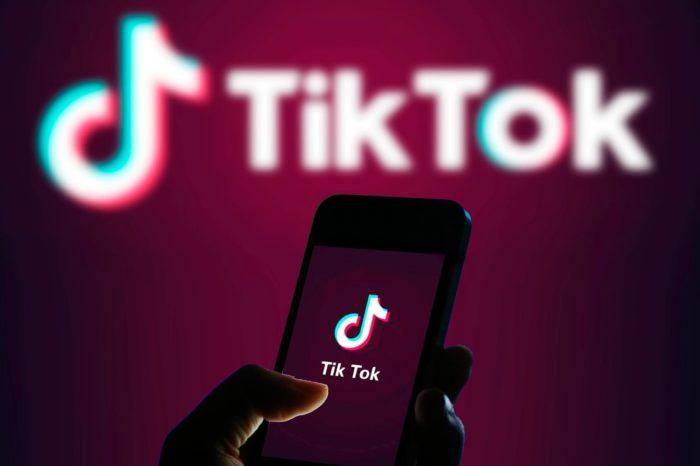 Popularna aplikacja miałaby być narzędziem szpiegowskim? TikTok został pozwany przez kalifornijską studentkę.