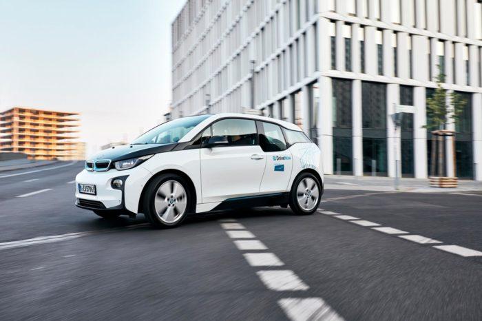 Share Now - wspólna usługa wypożyczania aut firm Daimler i BMW w odwrocie. Niemiecki car-shareing opuszcza USA i kilka miast Europy.