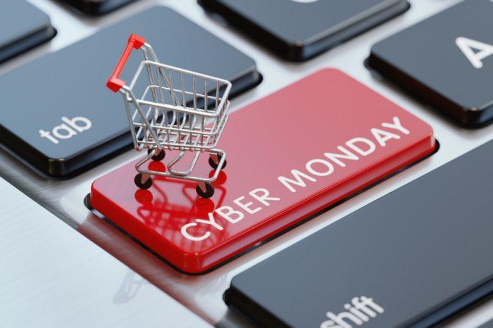 W USA padł rekord na Cyber Monday. Amerykanie kupili tego dnia towary warte 9,2 miliarda dolarów. Amazon ma problem wizerunkowy.
