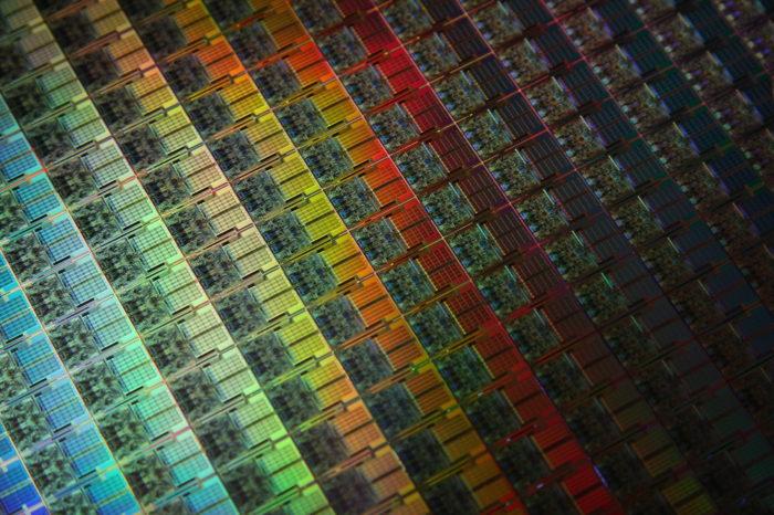 Zhaoxin staje się coraz silniejszy. Chiński konkurent dla procesorów Intel i AMD? Może okazać się, że na rynku powszechnie dostępnych CPU zobaczymy wkrótce trzeciego gracza.
