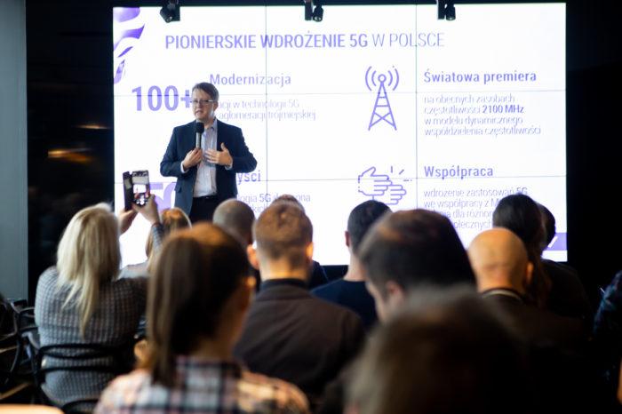 Play jako pierwszy w Polsce uruchamia komercyjnie swoją sieć 5G, do końca lutego 2020 r. sieć 5G Play będzie dostępna w 16 miastach z 500 stacjami bazowymi.