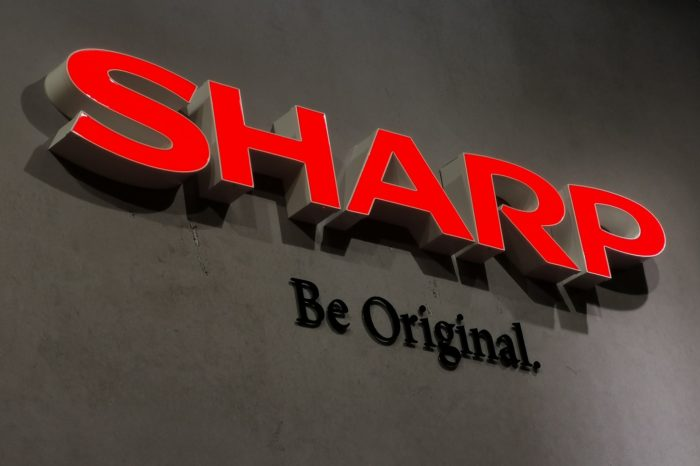 Sharp wygrywa proces o naruszenie patentów sieciowych. Sąd w Monachium orzekł, że technologia komunikacji mobilnej wykorzystywana w pojazdach Daimlera narusza patent należący do Sharp.