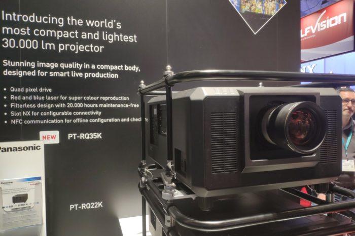 ISE 2020: Panasonic prezentuje nową linię projektorów laserowych. PT-RQ35K oferuje obraz w rozdzielczości 4K i intensywne, żywe kolory.