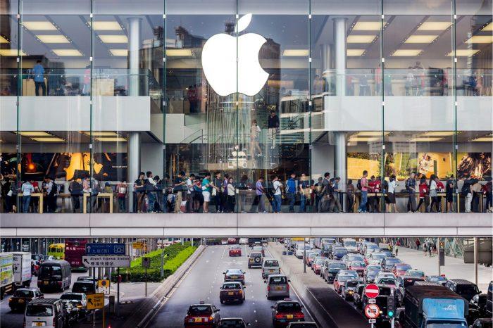 Apple ponownie otwiera wszystkie swoje 42 sklepy w Chinach, ponad miesiąc po tym, jak zamknięto je po z powodu koronawirusa.
