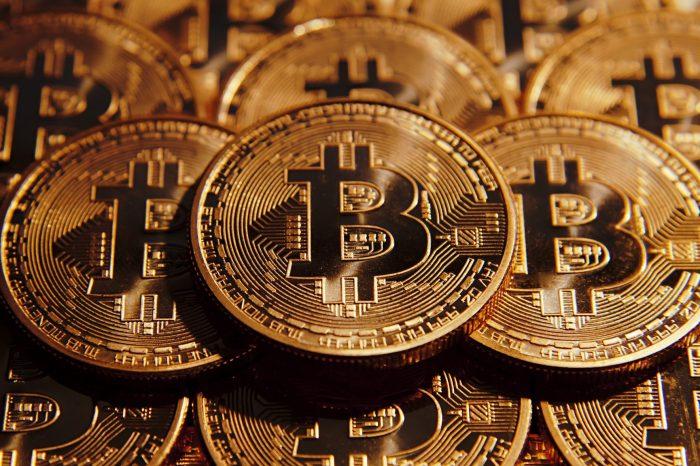 Kurs Bitcoina spada - cyfrowa waluta traci na wartości i w tym momencie warta jest mniej niż 170 000 zł.