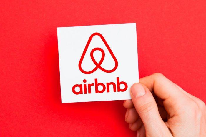 Airbnb planuje zwolnić prawie 1900 pracowników, czyli około 25% firmy. Platforma internetowa, która w znacznym stopniu wstrząsnęła branżą turystyczną podziela jej kłopoty.