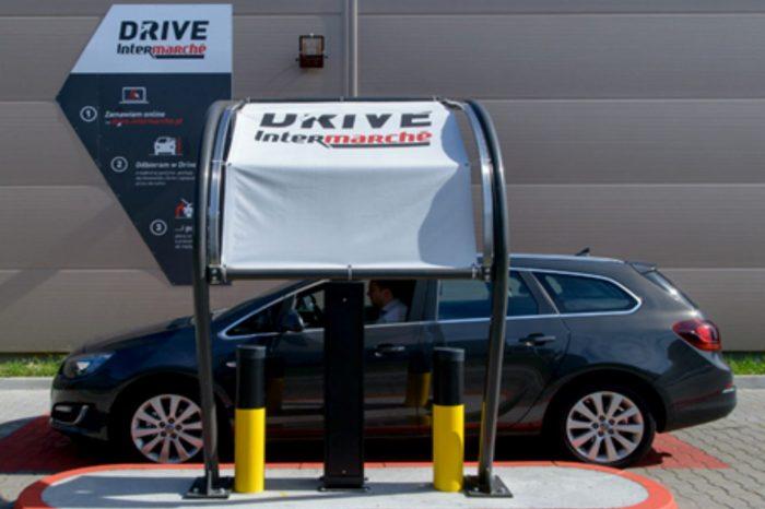 Intermarché rozwija usługi E-Commerce. Grupa Muszkieterów wprowadziła cieszącą się coraz większym zainteresowaniem kupujących usługę Intermarché Drive w czterech kolejnych lokalizacjach.