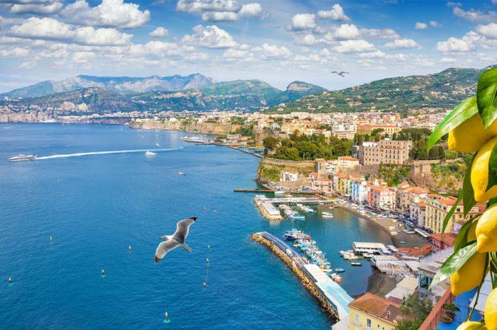 Włochy chcą zastosować aplikację na smartfony, aby, śledząc kontakty użytkowników, umożliwić wychodzenie kraju z zamknięcia.