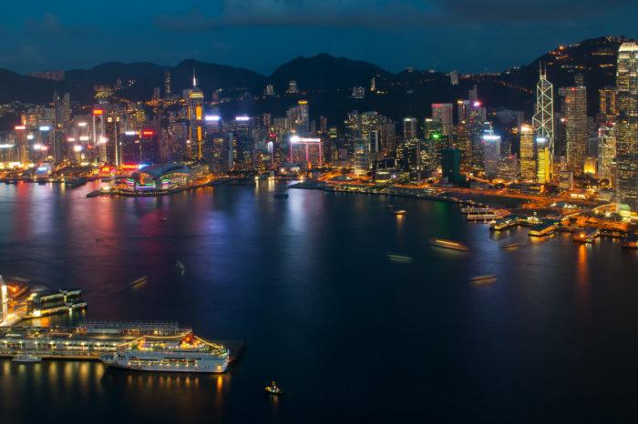Prezydent USA, Donald Trump odbiera Hongkongowi specjalny status handlowy, dramatycznie nasilając napięcia między USA i Chinami.
