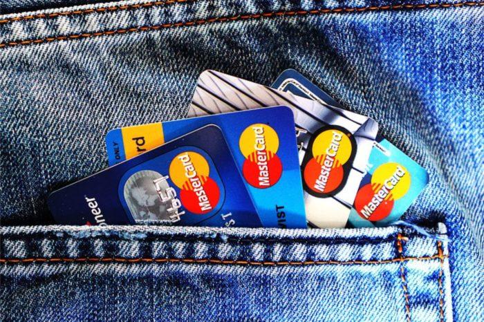 Popularność cyfrowych usług wzrosła o połowę w czasie pandemii, ale aż 60% konsumentów martwi się, że większa aktywność w sieci naraża ich na oszustwa. Wynika z badania na zlecenie Mastercard.