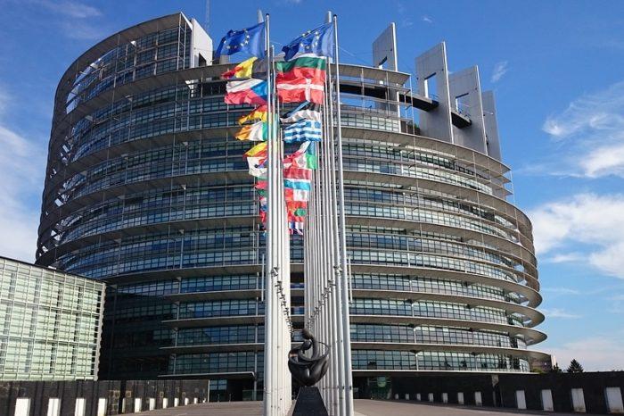 Komisja Rozwoju Regionalnego Parlamentu Europejskiego opowiedziała się za utrzymaniem środków w ramach instrumentu REACT-EU w wysokości 55 mld euro, czyli na poziomie zaproponowanym przez Komisję Europejską.