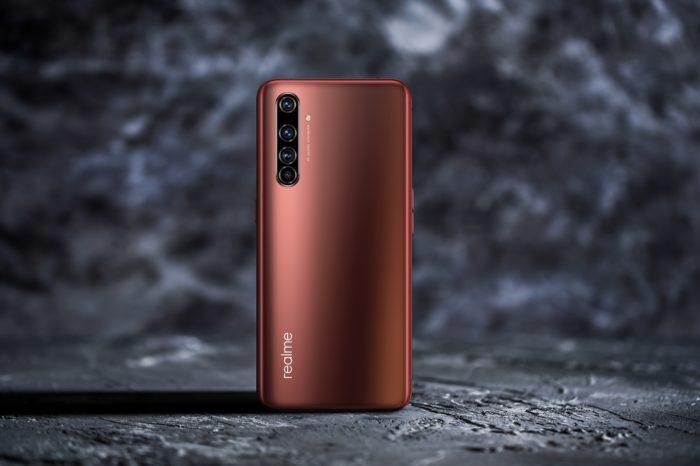 Realme trafia do polskich sklepów stacjonarnych z elektroniką użytkową. Producent poszerza nie tylko swoje portfolio produktów, ale też sieć dystrybucji. Przy tych cenach, należy oczekiwać błyskawicznych wzrostów popularności urządzeń Realme.