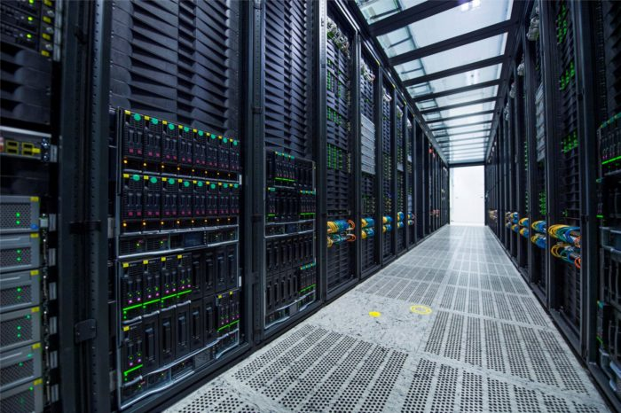 Kamień milowy w rozwoju ośrodków data center. Nowe rozwiązania Nokia Service Router Linux (SR Linux) NOS i Nokia Fabric Service Platform (FSP), dają niespotykaną dotąd zdolność do adaptacji, automatyzacji i skalowania chmury.