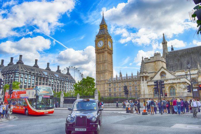 Rząd Wielkiej Brytanii ma przygotowywać plany usunięcia sprzętu Huawei z brytyjskich sieci 5G do końca roku, podały gazety The Sunday Times i The Daily Telegraph.