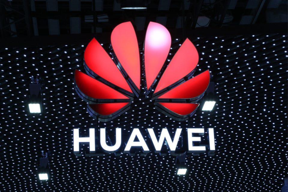 Huawei pomaga klientomtransportowym wykorzystać optyczne sieci transmisyjne do optymalizacji komunikacji i zapewnienia przetrwania firmy w szybko zmieniającym się świecie logistyki i transportu.