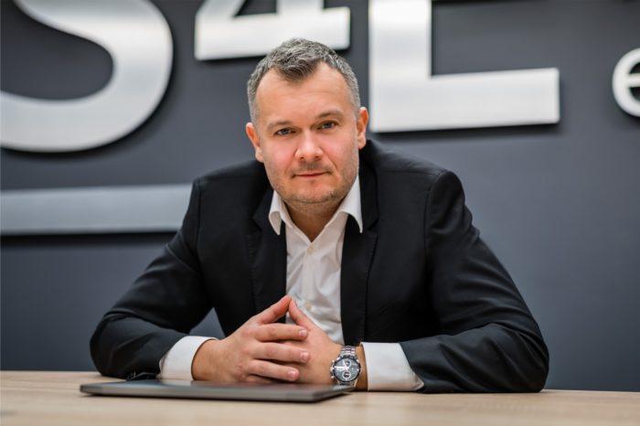 """""""Dobry produkt, w dobrej cenie z dobrymi usługami.""""- podkreśla Piotr Gastoł z S4E w rozmowie o bieżącej sytuacji na rynku oraz o tym jak ważny jest dobry partner w biznesie."""