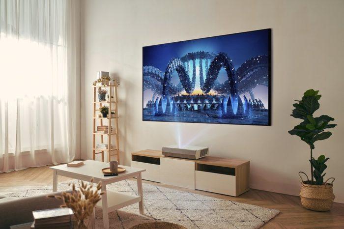 Optoma prezentuje nowy projektor ultrakrótkiego rzutu 4K UHD. Optoma CinemaX P2 ma też wbudowane funkcje smart home.