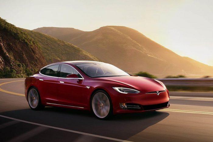 Tesla na szczycie - firma Elona Muska na fali wzrostów cen akcji trafia na indeks S&P 500 oraz na szczyt producentów samochodów.