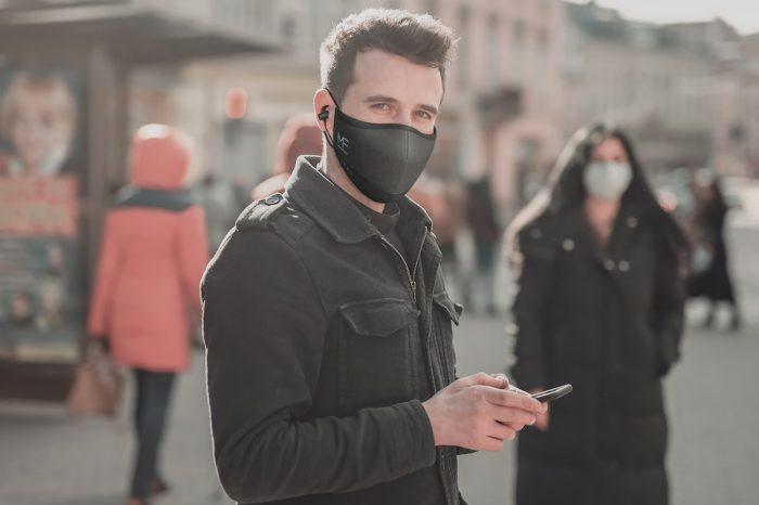 CES 2021: To chyba jedna z najdziwniejszych nowości tych targów. MaskFone to gadżet godny naszych czasów: maska ułatwiająca prowadzenie rozmów telefonicznych.