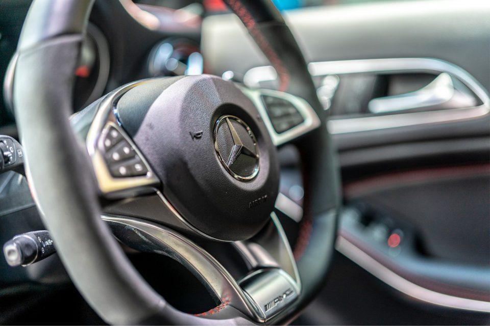 Webfleet Solutions wraz z Mercedes-Benz Connectivity Services GmbH oferują zintegrowane rozwiązania telematyczne za pośrednictwem programu OEM.connect