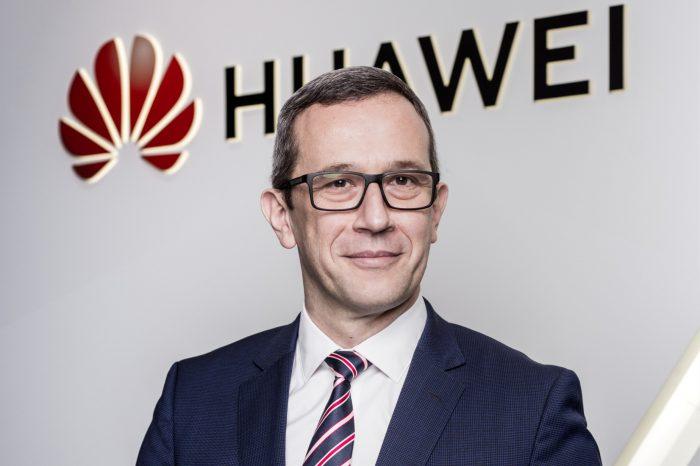 Wykluczenie Huawei z budowy sieci 5G w Polsce nie pomoże naszej gospodarce, która dzięki Huawei otrzymuje potężny impuls do rozwoju! Podkreśla Radosław Kędzia, Wiceprezes Huawei CEE & Nordics.
