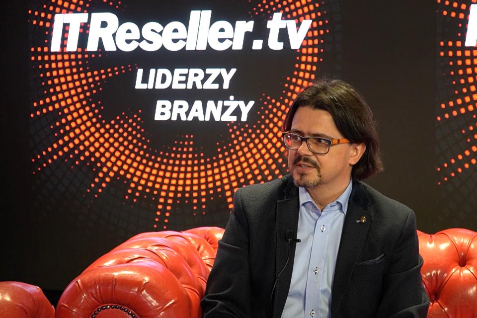 """""""Wejście 5G możemy porównać do zmiany, jaka zaszła wraz ze startem pierwszych sieci komórkowych"""" - mówi Piotr Kuriata, Dyrektor ds. rozwoju biznesu i regulacji sieci Play, w programie """"Liderzy branży"""" IT Reseller TV."""