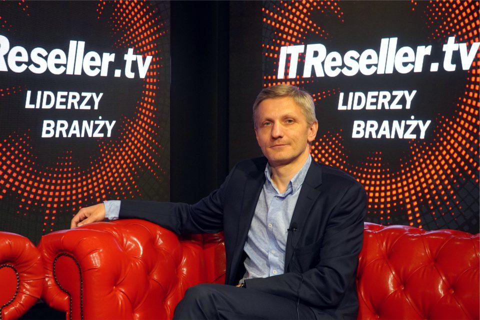 """""""Ludzie, produkty, usługi, dobre zarządzanie i finansowanie"""" jako receptę na sukces Lenovo wskazkuj Juliusz Niemotko, SMB Channel Manager Lenovo Polska w programie """"Liderzy Branży"""" IT Reseller TV."""