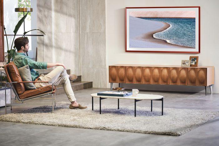 The Frame najpopularniejszym telewizorem Samsunga z kategorii lifestyle. Polacy coraz chętniej wybierają telewizor The Frame, kupili ich już ponad 13 tys., tylko od początku 2020 roku.