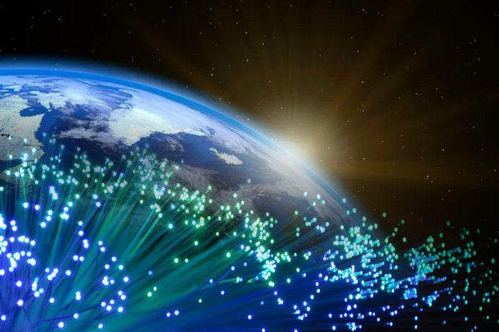 Cyfryzacja jest kluczowym elementem w dążeniu do osiągnięcia neutralności klimatycznej do 2050 roku, w jaki sposób internetowa sieć światłowodowa wpływa na nasze środowisko?