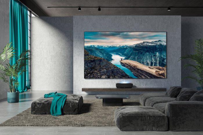 Hisense prezentuje pierwszy na rynku telewizor laserowy Hisense 88L5V Sonic Screen Laser TV z ekranem dźwiękowym wyposażonym w system DML rozpraszający dźwięk (Distributed Mode Loudspeaker).