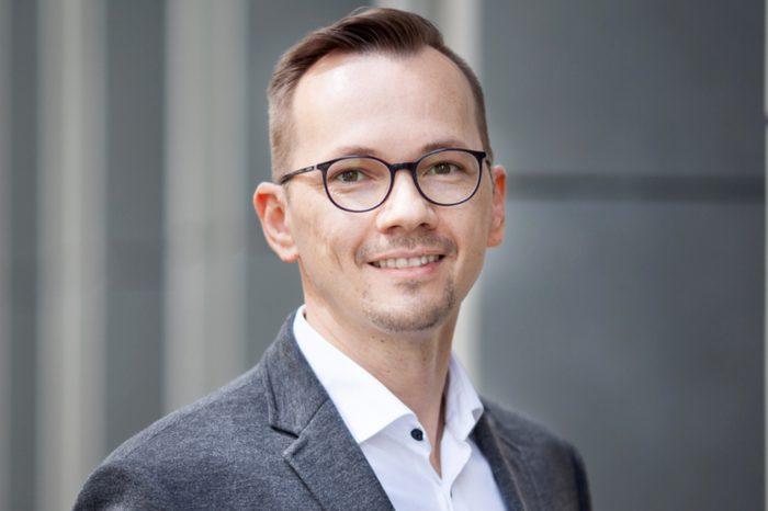 Łukasz Jęczmiński, ekspert z wieloletnim doświadczeniem w planowaniu i prowadzeniu projektów transformacji złożonych środowisk IT, dołącza jako CTO do Altkom Software & Consulting.