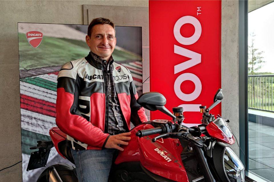 Lenovo Monster Attack - pierwsze wydarzenie na żywo i to w wyścigowym wydaniu! Co mają wspólnego ThinkPady i sportowe motocykle?