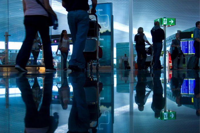 Technologie firmy Thales umożliwiają operatorom portów lotniczych, liniom lotniczym i funkcjonariuszom straży granicznej usprawnienie podróży i zwiększenie bezpieczeństwa.