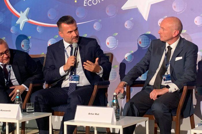 Nauka o nowych technologiach powinna być elementem nauczania każdego przedmiotu w szkole, podkreślił Michał Kanownik, prezes Cyfrowej Polski podczas Forum Ekonomicznego.