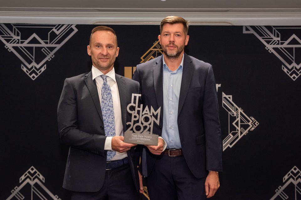 """IT Champions 2021: Tech Data Polska ze statuetką IT Championa w kategorii """"Dystrybutor specjalizowany""""."""